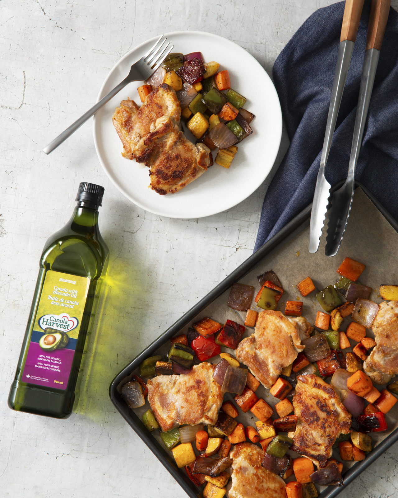 Baked sheet pan chicken with peppers and zuchinni