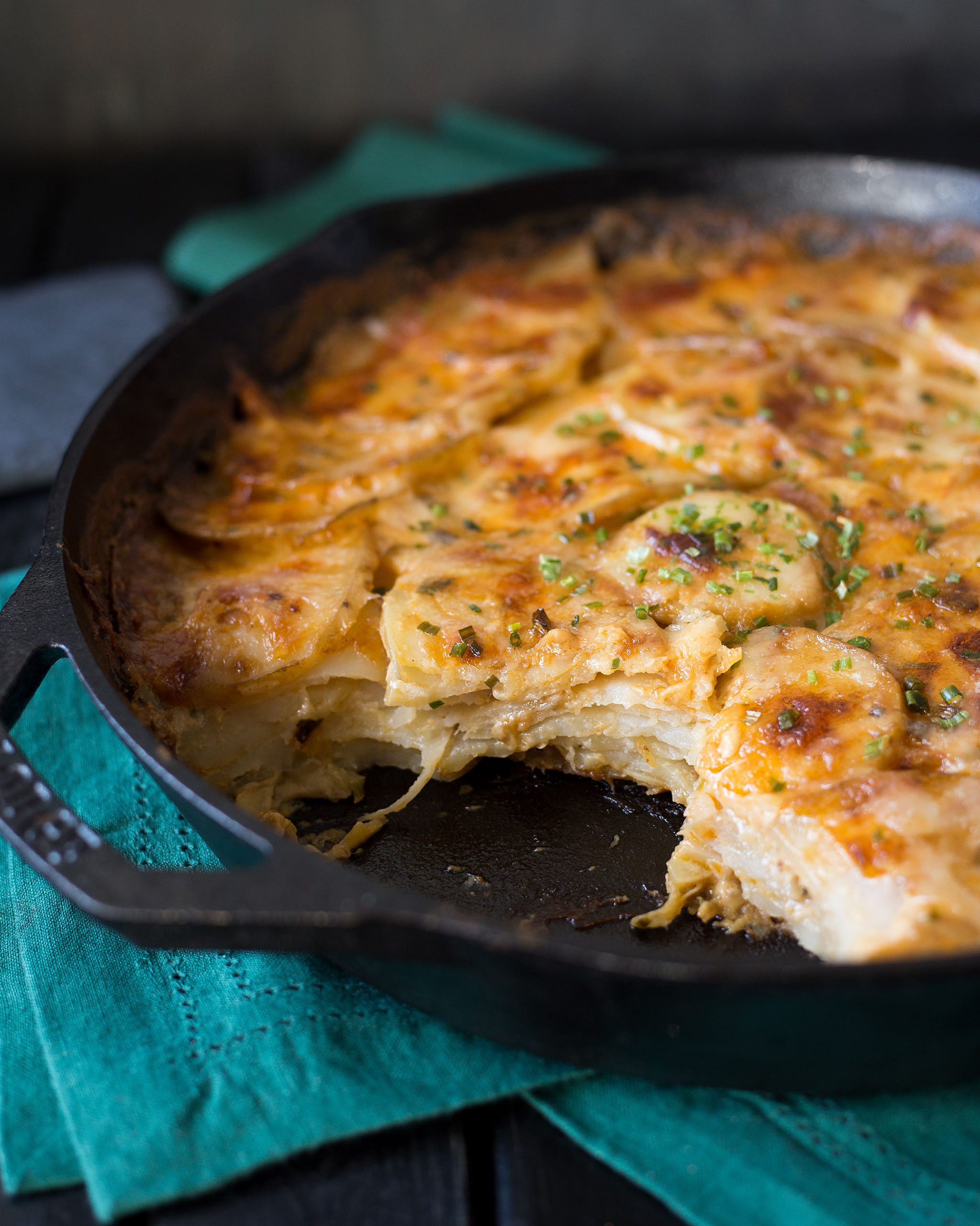 A photo of a completed pan of cheesy scalloped potatoes